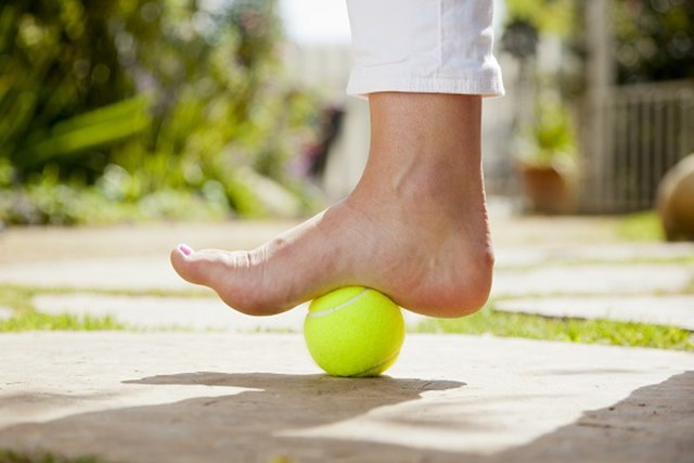 plantar_fasciitis_tennis_ball_treatment